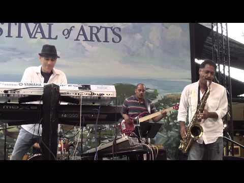 Gregg Karukas and Michael Paulo perform Severna Park live in Laguna