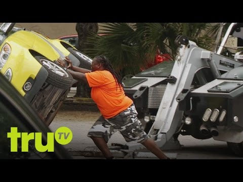 South Beach Tow Ring Smart Car Owner Makes Stupid Mistake