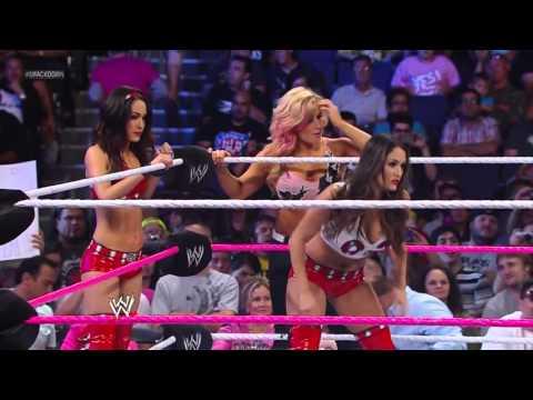 (720pHD): WWE SmackDown! 11.01.13: Divas Tag Team Match