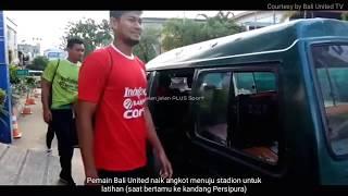 PERSIPURA vs BALI UNITED - Pemain BALI UNITED naik angkot menuju stadion saat latihan