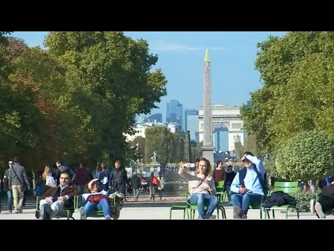 A stroll through Paris, from the Louvre to La Défense