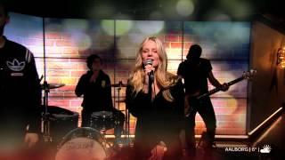 Jokeren - Kun os to feat. Pauline (live @Go