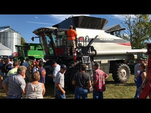 2011 Gleaner S77 Tritura Super Seven RWA combine for sale | no-reserve auction June 14, 2017 from YouTube · Duration:  2 minutes 22 seconds