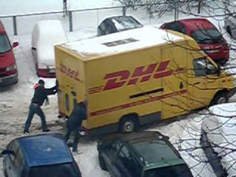 dhl auto steckt im schnee fest youtube. Black Bedroom Furniture Sets. Home Design Ideas