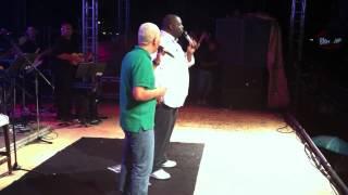 Péricles e Chrigor cantando no mesmo palco no Samba Aracaju thumbnail