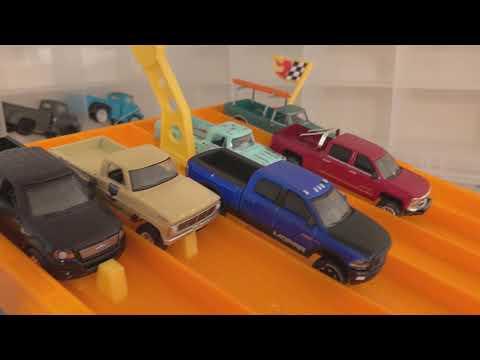 Greenlight Pickup Truck Racing! - Heat #1