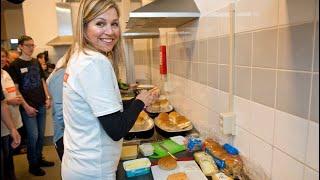 Koning Willem-Alexander bakt pannenkoeken en koningin Máxima in de catering! Nl doet