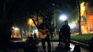 Guitar đường phố đêm Hà Nội