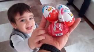Berat ve Buğra Kinder Joy Sürpriz Yumurtaların tadına bakıyor. Kinder Joy Kinder Sürprizler