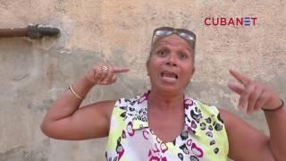 En la calle vecinos del Vedado en La Habana, Cuba