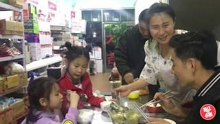 【新红与小新】东北现在啥温度?一家人屋里炖起鱼汤喝 最后出现了尴尬的一幕!
