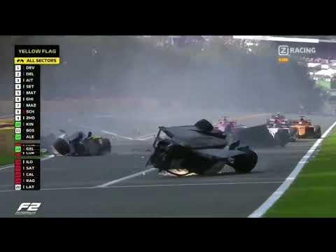 Acidente com cinco pilotos cancela corrida na Bélgica
