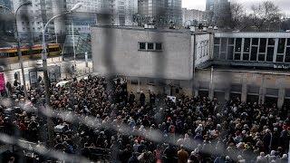 Emigranci marcowi na Dworcu Gdańskim