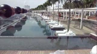 Шикарный бассейн  Marina Bay Sands в Сингапуре(После четырех лет строительства в Сингапуре открылся Отель Marina Bay Sands. На трех башнях высотой в 200 метров..., 2011-05-30T18:10:18.000Z)
