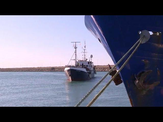 <span class='as_h2'><a href='https://webtv.eklogika.gr/ston-taranta-oi-400-metanastes-toy-ocean-viking' target='_blank' title='Στον Τάραντα οι 400 μετανάστες του Ocean Viking'>Στον Τάραντα οι 400 μετανάστες του Ocean Viking</a></span>