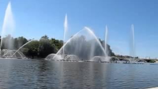 Фонтан Roshen днем(Короткое дневное видео с фонтана Roshen в Виннице., 2015-06-12T18:53:45.000Z)