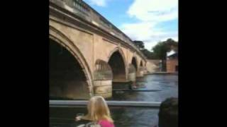 Boat crashes into Henley Bridge