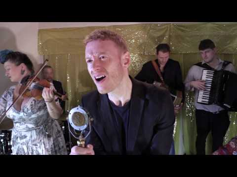 Eliza Carthy & The Wayward Band - Hug You Like A Mountain [Album Version] (feat. Teddy Thompson)