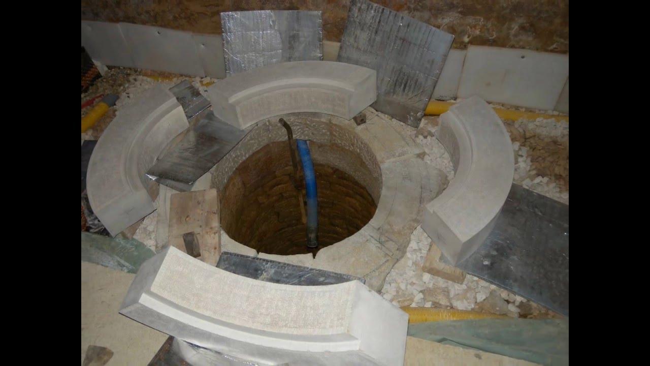 Taille et pose d 39 une couvertine de puits youtube for Comment construire un puit