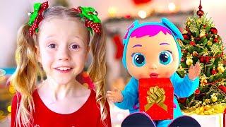 Nastya menerima boneka bayi besar sebagai hadiah