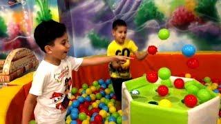 SADO DEV OYUN PARKINDA TOP HAVUZUNDA OYNUYOR !! Sado Pretend Play with Magic Balls