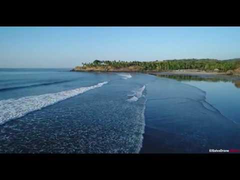 Drone volando sobre playa las Flores, San Miguel, El Salvador.