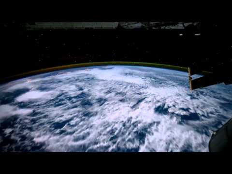 What does it feel like to fly over planet Earth - Fluid version + E.Ruskin Score