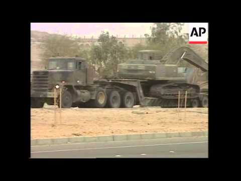 GWT: US & UK military convoy near border with Iraq