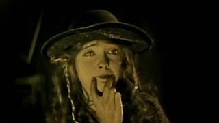 Lillian Gish in BROKEN BLOSSOMS - The Smile