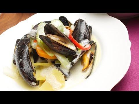 Muscheln in Weißwein mit schaumiger Soße zubereiten zeigt Dir Chefkoch Thomas Sixt