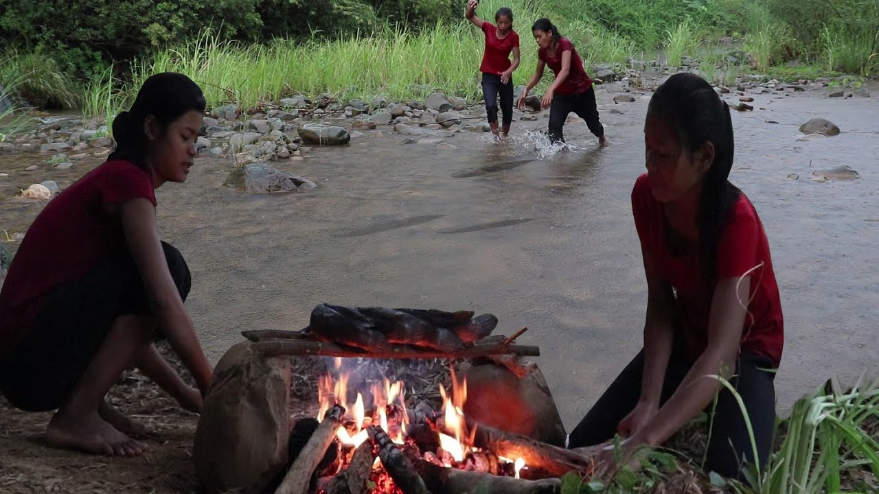 Catch fish in river when it rains for Survival & Cook fish Eating delicious - My Natural Food ep 51