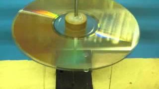 Eristemoottorina pyörii CD-levy - (c) J Hartikka.wmv