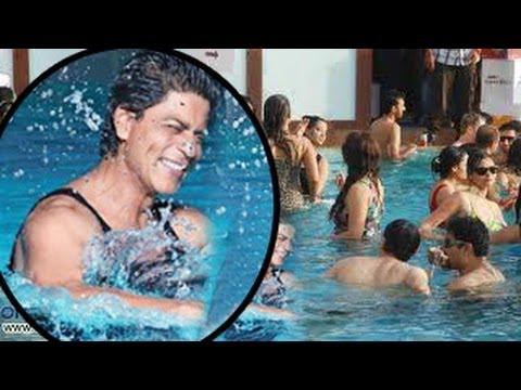 Shahrukh Khan 39 S Pool Party In Dubai Youtube