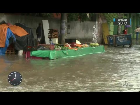Chuva causa alagamentos e desabamentos em Salvador | SBT Brasil (20/04/18)