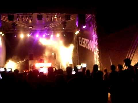 Cinnamon Chasers- Luv Deluxe, Live @Exit Festival, Serbia