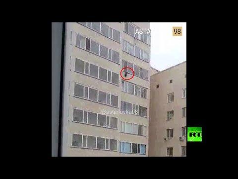 رجل ينقذ طفلا -على الطاير- سقط من الطابق العاشر  - نشر قبل 37 دقيقة