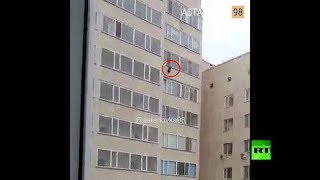 في اللحظات الأخيرة رجل ينقذ طفلا سقط من الطابق العاشر