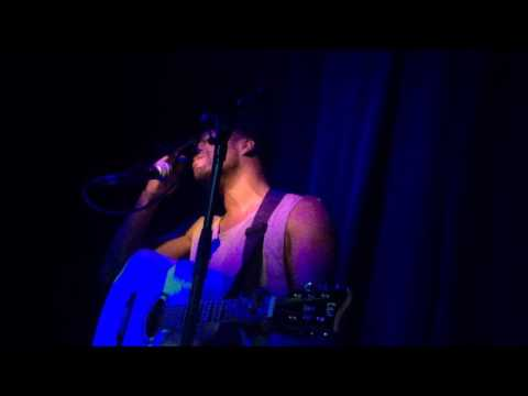 To Love Her - Austin Brown Microphone & Guitar Live in Paris