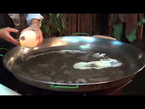 Приготовление фирменного стейка из мяса страуса с грибным соусом .