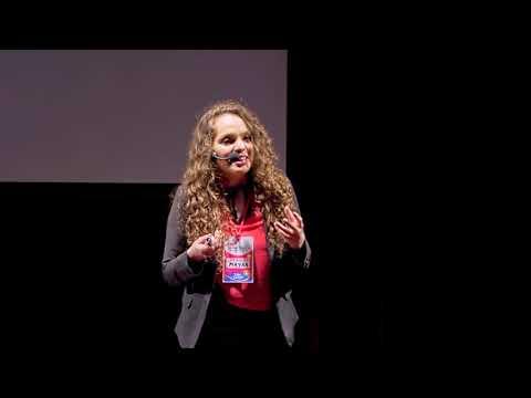 ¿Qué tienen los pobres en la cabeza? | Mayra Arena | TEDxBahiaBlanca