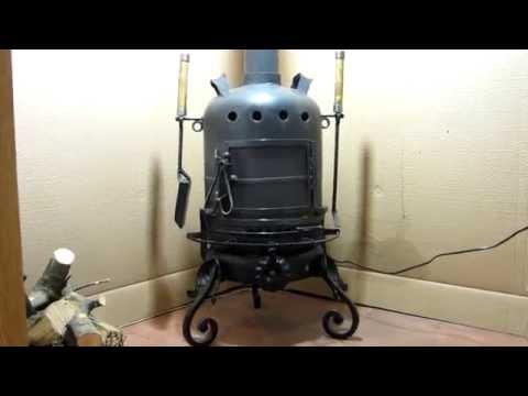 Estufa de leña con calefacción. Reciclada de una botella de gas butano.