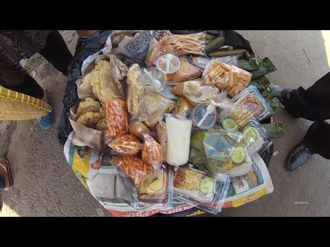 Indonesia Jakarta Street Food 1254 Part.1 Talk Active Lady Sells Traditional Snack Ibu2 Latah kue