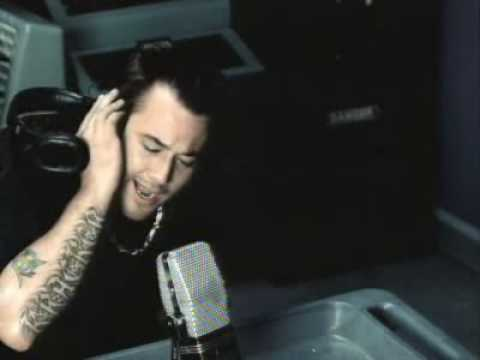 Uncle Kracker - Follow Me(Official Music Video)