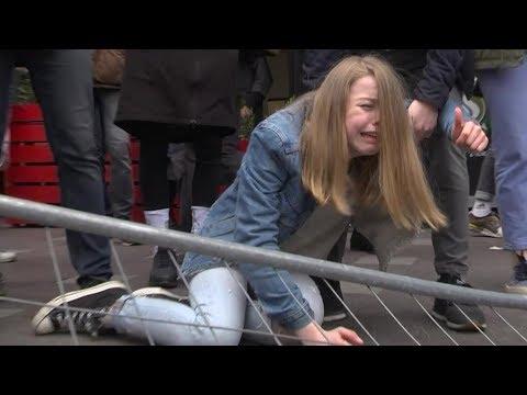 Избиение мирных демонстрантов