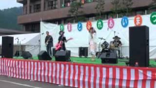 シュール ライブ映像 Vo.オシャレ歌姫 Gt.バンドを支える最年長 Gt.実は...