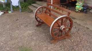 Скамейка из деревянных колес