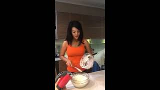 Download Video Farah Quinn Goyang Sambil Masak Sexy Banget MP3 3GP MP4