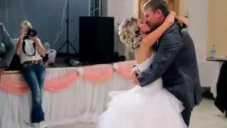 Невеста читает рэп на свадьбе  Йошкар Ола