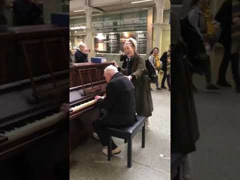 Jason King - Woman Sings Over The Rainbow To Elderly Gent