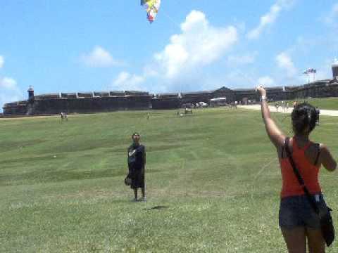 Ayudando a las personas a volar chiringa youtube - Volar a puerto rico ...